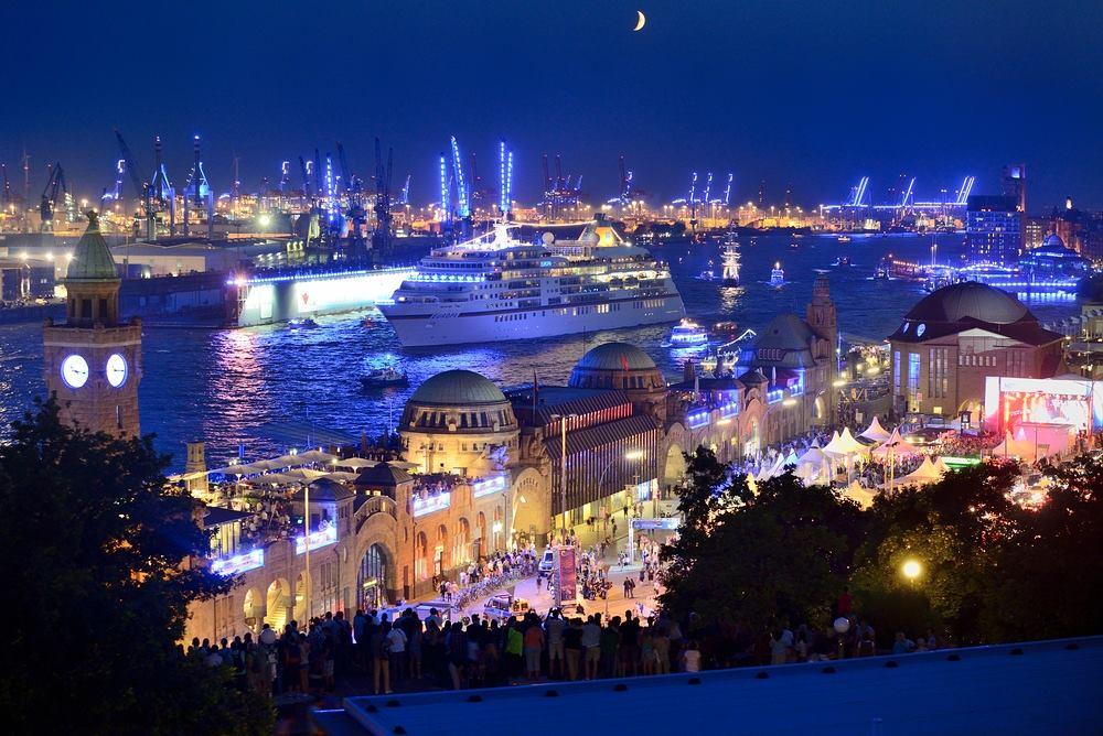 Ist einfach ein sehr entspannter Sommerabend mit Freunden gewesen und dazu der Hafen - und bestes Licht.