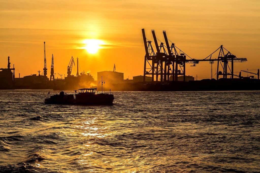 Im Frebruar morgens um halb 8 im Hamburger Hafen, es war kalt aber schön - Heiko Mundel