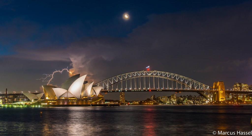 Anfang 2014 auf einer Reise nach Australien - mein Highlight für dieses Jahr - einfach weil es nicht alltäglich ist, so eine Situation zu erwischen - Marcus Hassel