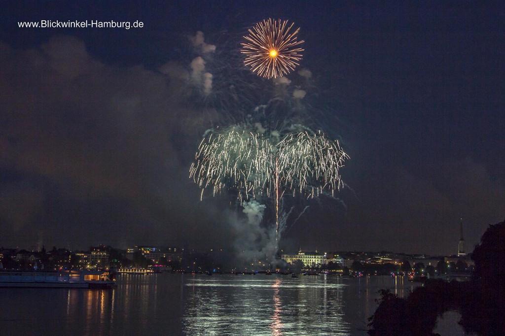 Aufgenommen beim schönsten Feuerwerk der Jahres, zum Kirschblütenfest auf der Außenalster - Thomas Hauser - Blickwinkel-Hamburg